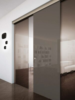 Porta_in_cristallo_scorrevole_esterno_muro_a_tre_ante