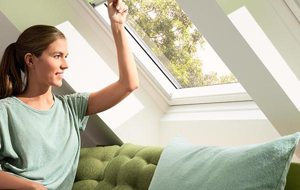 Velux finestre per tetti manuali a doppia apertura for Velux shop finestre