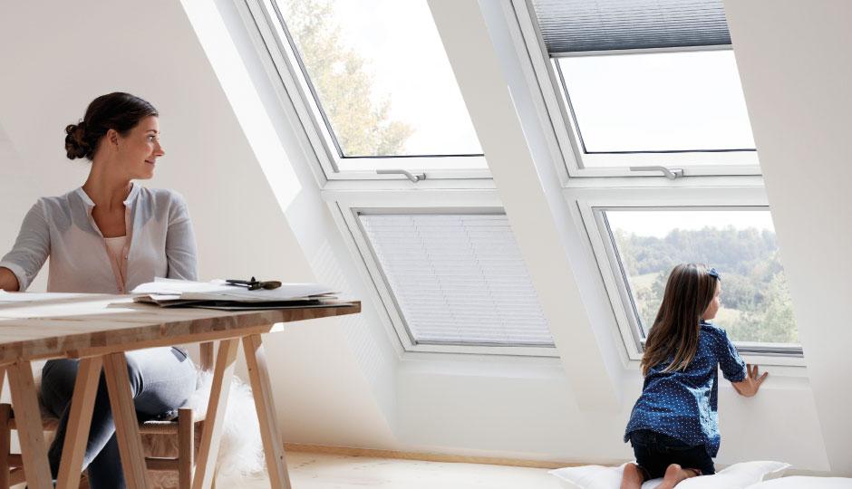 Velux finestre per tetti manuali con apertura dall 39 alto garden house - Finestre velux per tetti ...