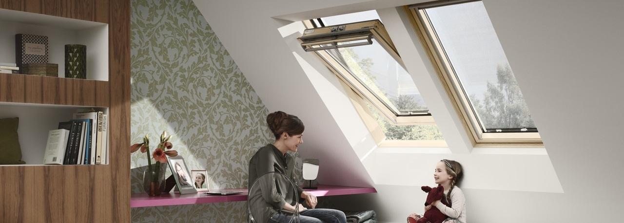 Velux finestre per tetti manuali con apertura dall 39 alto for Finestre velux per tetti