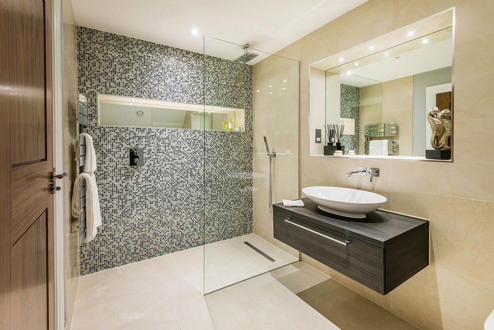 Doccia a filo a palermo quali soluzioni scegliere - Piastrelle bagno mosaico doccia ...