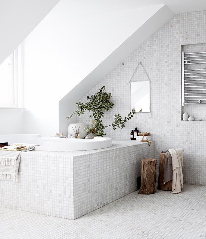 mosaico bianco bagno
